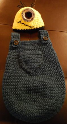 Minion Baby Cocoon and Hat por AuntMaggies en Etsy