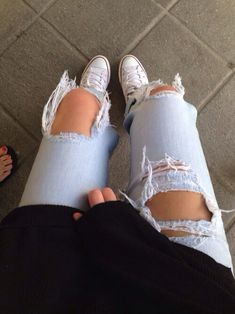 Ripped jeans outfit allstar