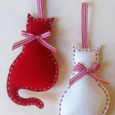 Cat Felt Christmas Ornament set of 2 by marilous on Etsy, by alissa Felt Christmas Decorations, Felt Christmas Ornaments, Handmade Ornaments, Ornaments Ideas, Beaded Ornaments, Glass Ornaments, Homemade Christmas, Christmas Diy, Christmas Patterns