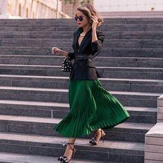 Стиль лондонского байера и модного консультанта Ясмин Севелл (Yasmin Sewell). Уличный стиль Ясмин Севелл сложно оставить без внимания, в своих модных образах девушка отдает предпочтение чистым цветам и геометрическим формам, но при этом умеет выделиться из толпы.