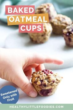 Baked Oatmeal on the go! These mini oatmeal cups are a healthy, handheld breakfast or kid's snack. The oatmeal cups have no added sugar and are sweetened only with fruit (banana & berries) Oatmeal Bites, Baked Oatmeal Cups, Chef Recipes, Baby Food Recipes, Cooking Recipes, Dinner Recipes, Amish Recipes, Dutch Recipes, Breakfast Bites