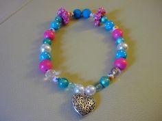 Combinação ROSA e TURQUESA- girly- Colar com diversas peças em tons de rosa, azul e branco e coração metálico- do blogue Marycota (Trapalhices)