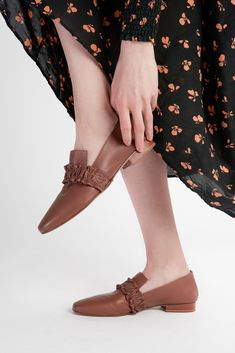 Leather Design, Vegetable Tanned Leather, Loafers, Victoria, Brown, How To Wear, Outfits, Fashion, Travel Shoes