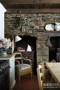 Un cottage à la campagne ~ Natural stone will be going into my country kitchen when I update~ Kitchen Decor, Kitchen Design, Rustic Kitchen, Stone Kitchen, Cozy Kitchen, Earthy Kitchen, Nice Kitchen, Vintage Kitchen, Woodside Homes