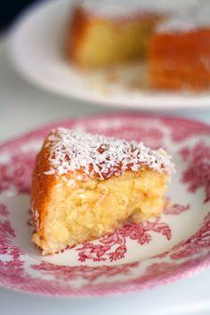 Kookos on harmillisen syrjitty ainesosa, vaikka kookoksesta saakin vaikka mitä ihania raaka-aineita leivontaan. Food N, Good Food, Baking Recipes, Cake Recipes, Finnish Recipes, Bakewell Tart, Cake Business, Something Sweet, Sweet Bread