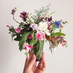 jaime rugh: Tiny arrangement yet plenty drama and beauty. Great idea for weddings on a budget.