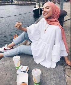 Image in Esraa Majid& hijab collection on We Heart It # fashiontrends . - Image in Esraa Majid& hijab collection on We Heart It # fashiontrends - Hijab Fashion Summer, Modest Fashion Hijab, Modern Hijab Fashion, Street Hijab Fashion, Hijab Fashion Inspiration, Hijab Chic, Fashion Mode, Muslim Fashion, Mode Inspiration