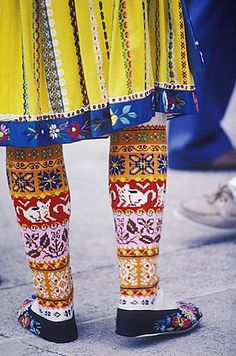 Low section view of a person wearing traditional clothing - Estonian socks from Muhu Island Fair Isle Knitting, Knitting Socks, Hand Knitting, Knitting Patterns, Polish Embroidery, Folk Clothing, Jeweled Shoes, Mode Boho, Textiles