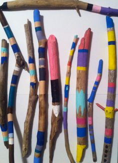 "Painted driftwood - project potential maybe Australian ""Walkabout"" sticks? Woodworking Hand Saws, Woodworking Software, Woodworking Supplies, Custom Woodworking, Woodworking Videos, Painted Driftwood, Driftwood Projects, Painted Sticks, Kindergarten Art"