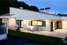 House in Ara Nova, Italy. Stylish comfortable and spacious villa at only 15 minutes from Rome and Roman beaches. Ideal from 2 to 8 people. Free WI-FI, satellite TV, woods and garden. Luxurious and elegant with a big kitchen and a nice patio to enjoy beautiful sun settings....