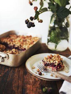 My New Roots: Blackberry Hazelnut Crumble Bars Köstliche Desserts, Delicious Desserts, Dessert Recipes, Yummy Food, Health Desserts, Dessert Bars, Sweet Recipes, Whole Food Recipes, Baking Recipes