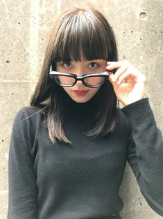 こうすれば大人っぽい!「ぱっつん前髪」を幼く見せないアレンジ方法♡ in 2019 Bangs With Medium Hair, Medium Long Hair, Medium Hair Styles, Short Hair Styles, Bob Styles, Haircuts Straight Hair, Medium Bob Hairstyles, Hairstyles With Bangs, Hair Arrange