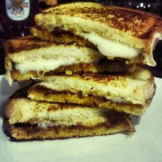 Grilled cheese sandwhich with sun dried tomato pesto