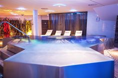 Detail of oveflow stainless steel whirlpool for up to ten people. Spas, Pools, Stainless Steel, Detail, Swimming Pools, Ponds