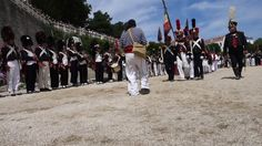 Cette vidéo traite de Départ de Napoléon vers l'Île d'Aix - Défilé des grognards