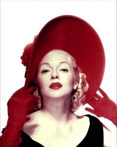 Lana Turner Red gloves lip hat lbd little black dress blond curls vintage Glamour Hollywoodien, Old Hollywood Glamour, Vintage Glamour, Vintage Hollywood, Hollywood Stars, Classic Hollywood, Hollywood Divas, Glamour Shots, Lana Turner