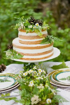 Flower table centerpiece made from moss and wild flowers. Matching cake flowers are a must :-) Floral designer Klara Uhlirova.