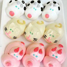 Meringue animals Farm Theme, Fondant Figures, Drip Cakes, Cake Shop, Pavlova, Meringue, Piggy Bank, Baking Recipes, Party Time