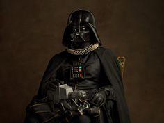 Supereoi, villain e personaggi di Star Wars diventano protagonisti di un lavoro fotografico ispirato all'arte fiamminga.