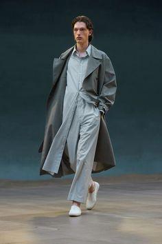 Runway Spring-Summer 2022 - Lemaire-EU Fashion Catalogue, Fashion Show Collection, Spring Collection, Male Fashion Trends, Fashion News, Mens Fashion, Paris Fashion, Paris Shows, Vogue Russia