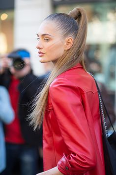 The Paris Way: SS16 Paris Fashion Week Street Style -Balmain Spring 2016 #ponytail