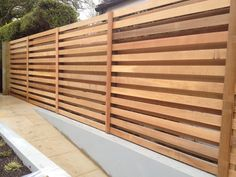 Boards alternate on either side of the fence. Creates the same look on both side. Boards alternate on either side of the fence. Creates the same look on both sides. backyard The ri diy plans Diy Privacy Fence, Privacy Fence Designs, Patio Fence, Privacy Walls, Backyard Privacy, Patio Wall, Cedar Fence, Fence Landscaping, Backyard Fences