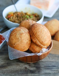 South African Vetkoek aka Fat Cake, crispy outside and warm and fluffy inside fill to your hearts content. South African Dishes, South African Recipes, Fat Cakes Recipe, Cake Recipes, Burger Recipes, Milk Bread Recipe, Wedding Snacks, Kids Cooking Recipes, Easy Banana Bread