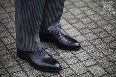Czarne i klasyczne buty to obowiązkowy element męskiej garderoby.  #blackshoes #czarnebuty #lakierki  Mens Fashion   Menswear   Men's Apparel  Men's Outfit   Sophisticated Style   Moda Masculina   Mens Shirt   Elegant