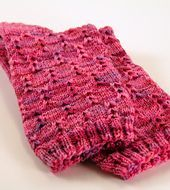 2014 : Corrected version uploaded and available. The original chart shows just one repeat of the pattern when it should show 3 repeats. A new, corrected chart has been substituted. Knitting Videos, Loom Knitting, Knitting Socks, Knitting Stitches, Knitting Projects, Hand Knitting, Knitted Hats, Patterned Socks, How To Purl Knit
