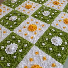 How to Crochet an Old Fashioned Rag Rug - Pixalated Crochet Stitch Crochet, Crochet Cable, Manta Crochet, Tunisian Crochet, Braidless Crochet, Finger Crochet, Crochet Christmas Ornaments, Ornament Tutorial, Crochet Videos