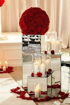 Mirror Wedding Centerpiece Ideas / http://www.himisspuff.com/mirror-wedding-ideas/3/