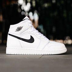 Air Jordan Yin Yang Pack Ohhhhhh so clean! Jay Shoes, Kicks Shoes, Best Sneakers, Sneakers Fashion, Shoes Sneakers, Baskets, Hip Hop, Off White Shoes, Nike Air Jordans