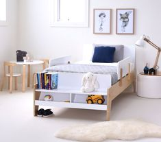 9 DIY Toddler Bed Ideas - Guide to choose the right toddler bed plans. 2019 Best DIY Toddler Bed Ideas transitioning Find out about getting the right timing to switch from toddler crib and more DIY toddler bed ideas which suits your needs. Modern Wooden Bed, Single Wooden Beds, Boys Single Bed, Single Bedroom, Memory Foam, Diy Toddler Bed, Wooden Toddler Bed, Toddler Boys, Timber Beds