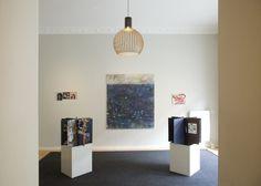 WOW ARTE – Apresenta Galeria Conceito Musterzimmer Com a proposta de apresentar exposições coletivas de artistas emergentes, a galeria de arte MUSTERZIMMER, localizada em Berlim no Bairro de Schöneberg,.  - See more at: http://wowrevista.com/pt-br/wow-arte-apresenta-galeria-conceito-musterzimmer/#sthash.4S7Faer5.dpuf