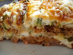 Here is a second version of zucchini lasagne even tastier than the first (click) For people 4 zucchini 2 shallots 2 carrots 1 small leek 2 ripe tomatoes 1 to 2 glasses of tomato coulis 1 glass of Chefs, Crockpot Recipes, Healthy Recipes, Zucchini Lasagna, Moussaka, Batch Cooking, Thermomix Desserts, Easy Dinner Recipes, Food And Drink