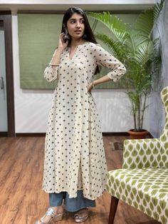 Simple Kurta Designs, Kurta Designs Women, Blouse Designs, Simple Indian Suits, Casual Dresses, Fashion Dresses, Indian Designer Suits, Silk Suit, Kurti Designs Party Wear