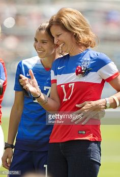 tobes with her mom.heath for your wonderful daughter😂 Us Soccer, Soccer Players, Soccer Girls, Hot Football Fans, Athlete Motivation, Orlando Pride, World Cup Champions, Tobin Heath, Fifa Women's World Cup