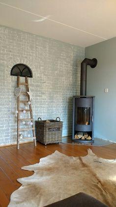 Houtkachel in de hoek geplaatst. Kleur op de muur: early dew Wood Burning, Stove, Living Room, Decoration, Design, Home Decor, Environment, Coat Hooks, Drive Way