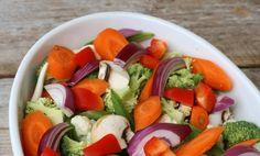 Sunn kylling i form med sursøt saus Caprese Salad, Mad, Food And Drink, Insalata Caprese