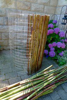 Rain barrel cladding from Knotweed – Karin Urban – NaturalSTyle - All For Garden Garden Crafts, Diy Garden Decor, Garden Projects, Garden Art, Mosaic Projects, Garden Tips, Garden Ideas, Diy Crafts, Rustic Gardens
