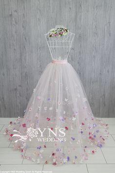 of the detailed image Wedding Dresses For Girls, Wedding Gowns, Girls Dresses, Prom Dresses, Flower Dresses, Pretty Dresses, Beautiful Dresses, Diy Tulle Skirt, Tulle Dress