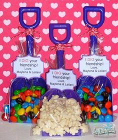 These would be great for beach party favors.I also think a kids party would be. These would be great for beach party favors.I also think a kids party Holiday Crafts, Holiday Fun, Diy Christmas, Spring Crafts, Christmas Presents, White Christmas, Christmas Cookies, Christmas Decorations, Kids Crafts