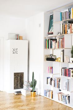 This custom-made white Tylko bookcase is a nutshell! Repin if you agree! #bookcase #custom #ideas