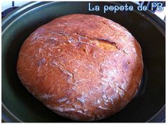 Depuis le temps que je voyais cette recette sur les blogs et sur les forums, il était plus que temps que je la teste! Ce pain est juste tout simplement excellent! Une croûte bien croustillante et une mie parfaitement fondante! Nous l'avons adopté! 300...