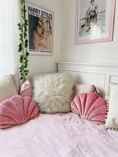 29 Pieces Of Decor That Will Help You Feel Like You Redecorated Pastel Room Decor, Cute Room Decor, Teen Room Decor, Room Design Bedroom, Room Ideas Bedroom, Home Decor Bedroom, Bedroom Inspo, Aesthetic Room Decor, Aesthetic Bedrooms