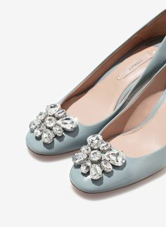 finish high heel shoes with gem - - Uterqüe United Kingdom - Uterqüe Patent finish high heel shoes with gem -Patent finish high heel shoes with gem - - Uterqüe United Kingdom - Uterqüe Patent finish high heel shoes with gem - BAILARINA PIEDRAS-ZAPATOS-TRF Cute Casual Shoes, Fancy Shoes, Pretty Shoes, Beautiful Shoes, Cute Shoes, Me Too Shoes, Manolo Blahnik, Oxfords, Wedding Shoes Heels