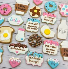 Gender Reveal Cookies, Gender Reveal Themes, Gender Reveal Party Invitations, Gender Reveal Party Decorations, Baby Q Shower, Baby Shower Cookies, Baby Shower Gender Reveal, Blue Cookies, Royal Icing Cookies
