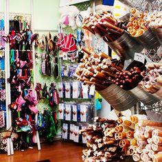 Display & te koop: kouwstokken in emmers (Dog-a-holics Boutique   GiftBar)