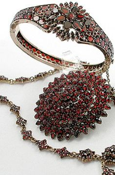 BOHEMIAN GARNET JEWERLY