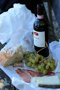 Ein italienisches Abendessen, mit Chianti, Ciabatta, Parma Schinken...